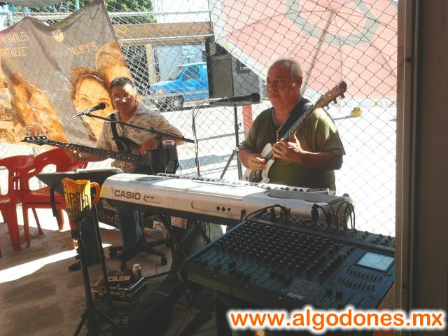 en MARISCOS EL PAISA contamos con musica en vivo para que nuestros clientes pasen una �gradable estancia :D